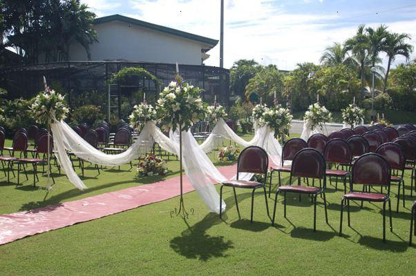 Hvordan til at planlægge en udendørs haven bryllup